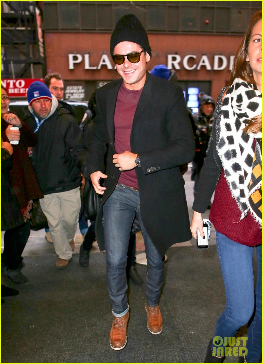 zac efron braves snow for today show visit 033037068