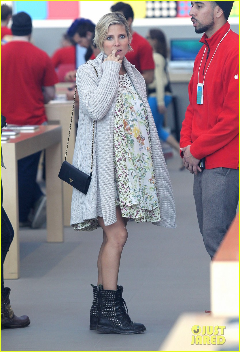 elsa pataky baby bumpin at the apple store 123023005