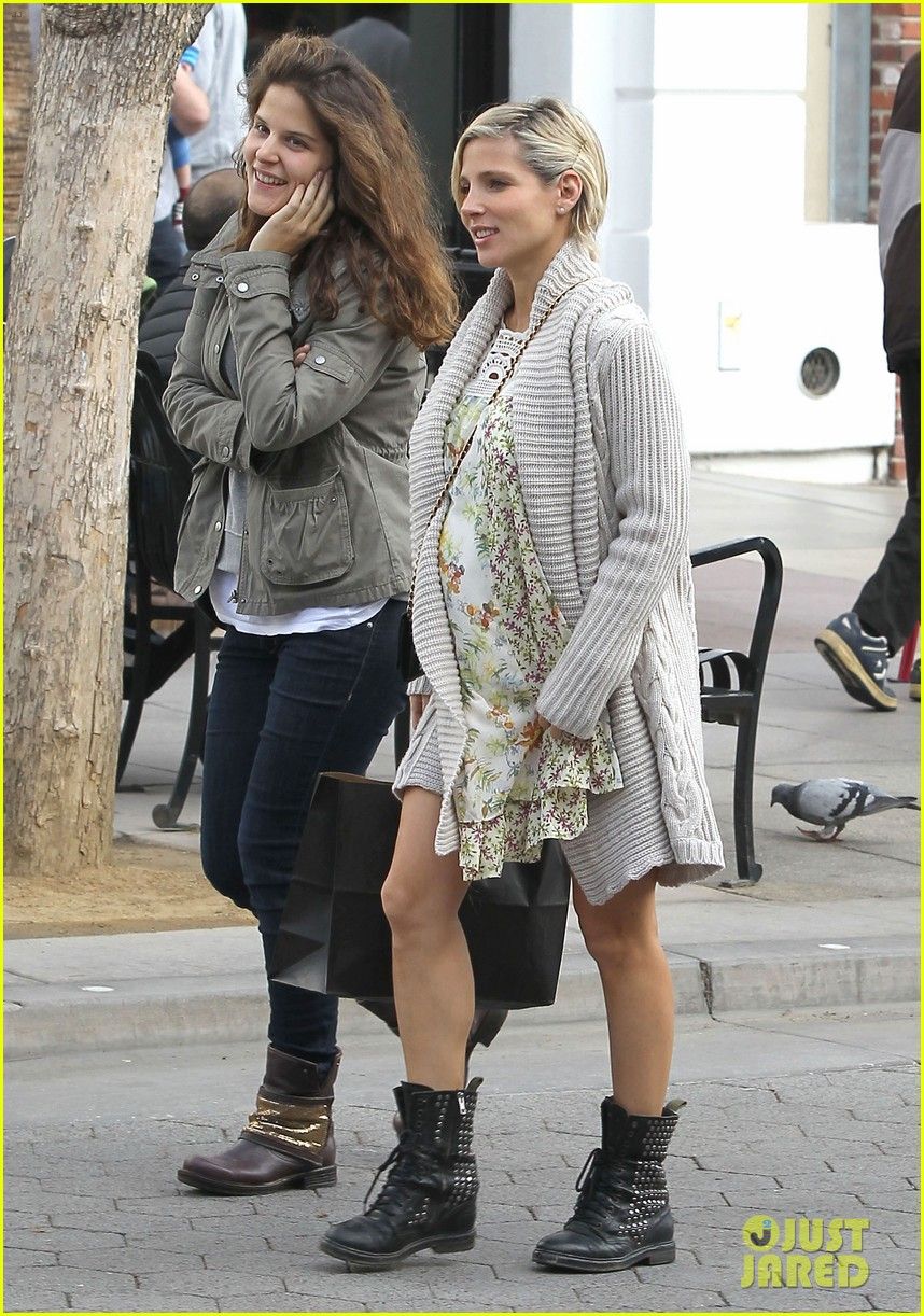 elsa pataky baby bumpin at the apple store 193023012