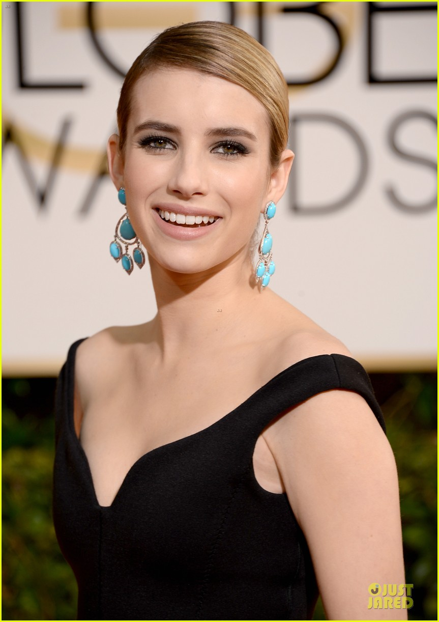 emma roberts golden globes 2014 red carpet 023029404