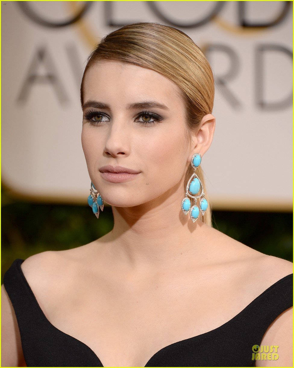 emma roberts golden globes 2014 red carpet 08