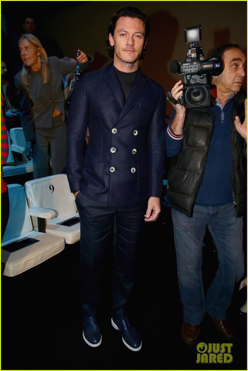 luke evans giorgio armani milan fashion show 013031055