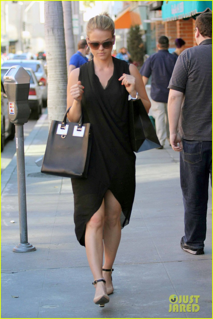 alice eve stylish for manicure trip in la 103033651