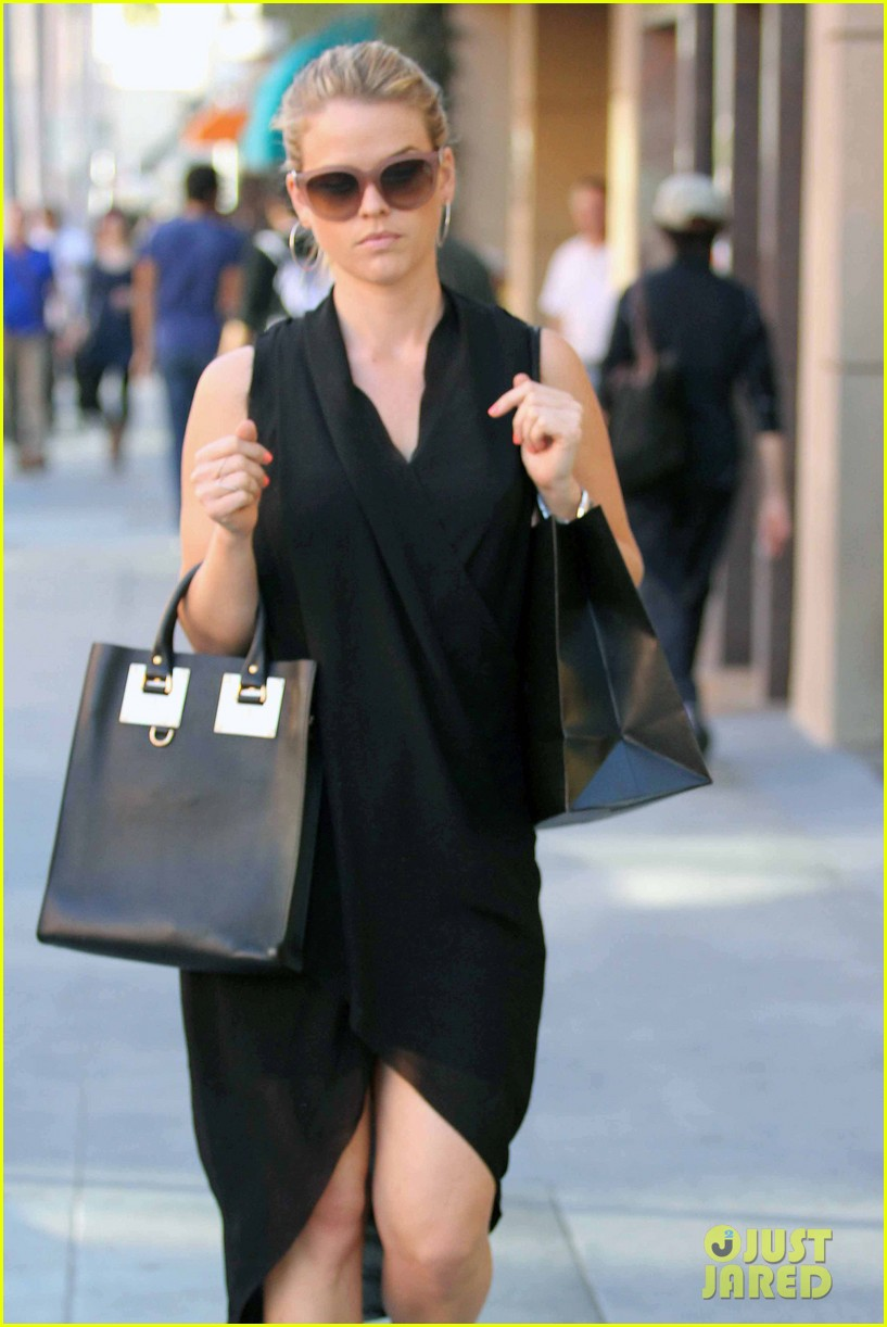 alice eve stylish for manicure trip in la 113033652