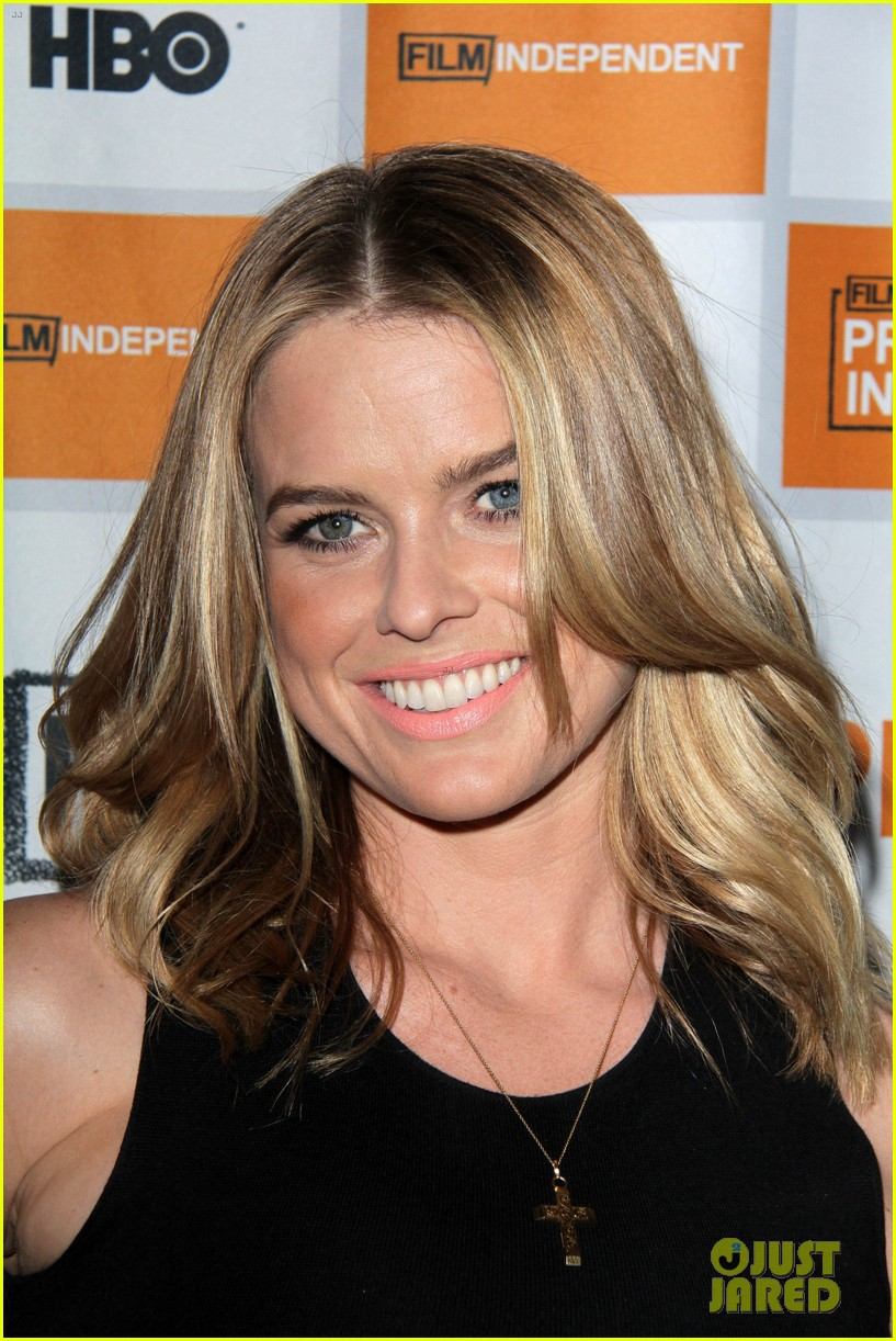 alice eve cold comes the night l a premiere 14