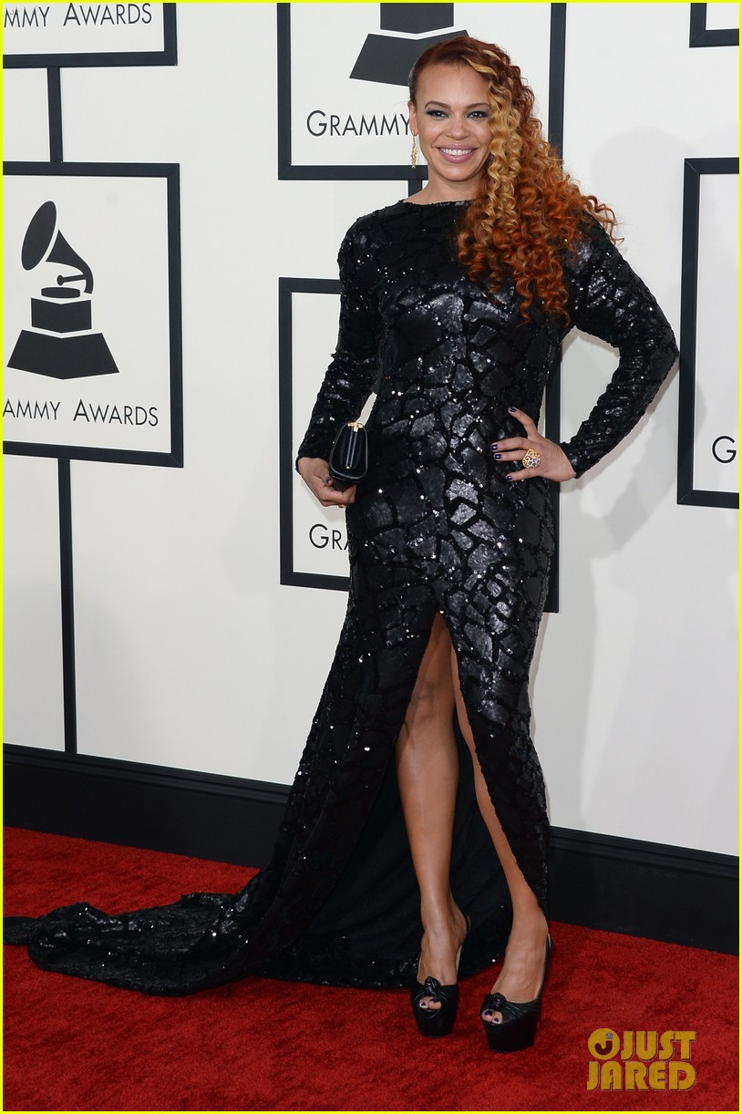 faith evans grammys 2014 red carpet 02