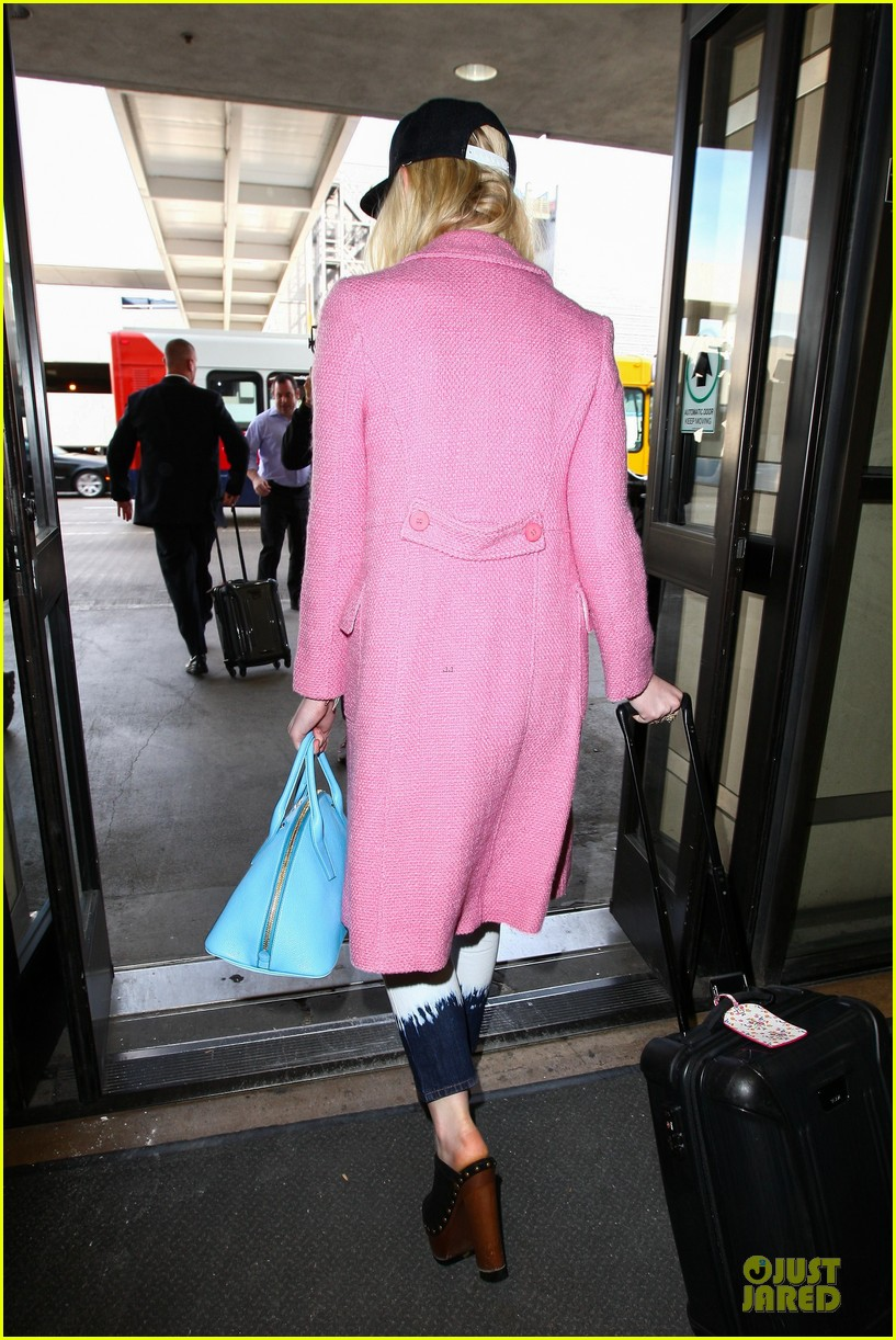 elle fanning wraps up sundance promo with lax landing 133037435