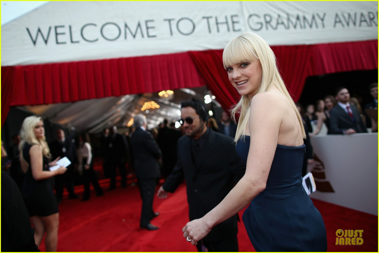 anna faris grammys 2014 red carpet 043041170