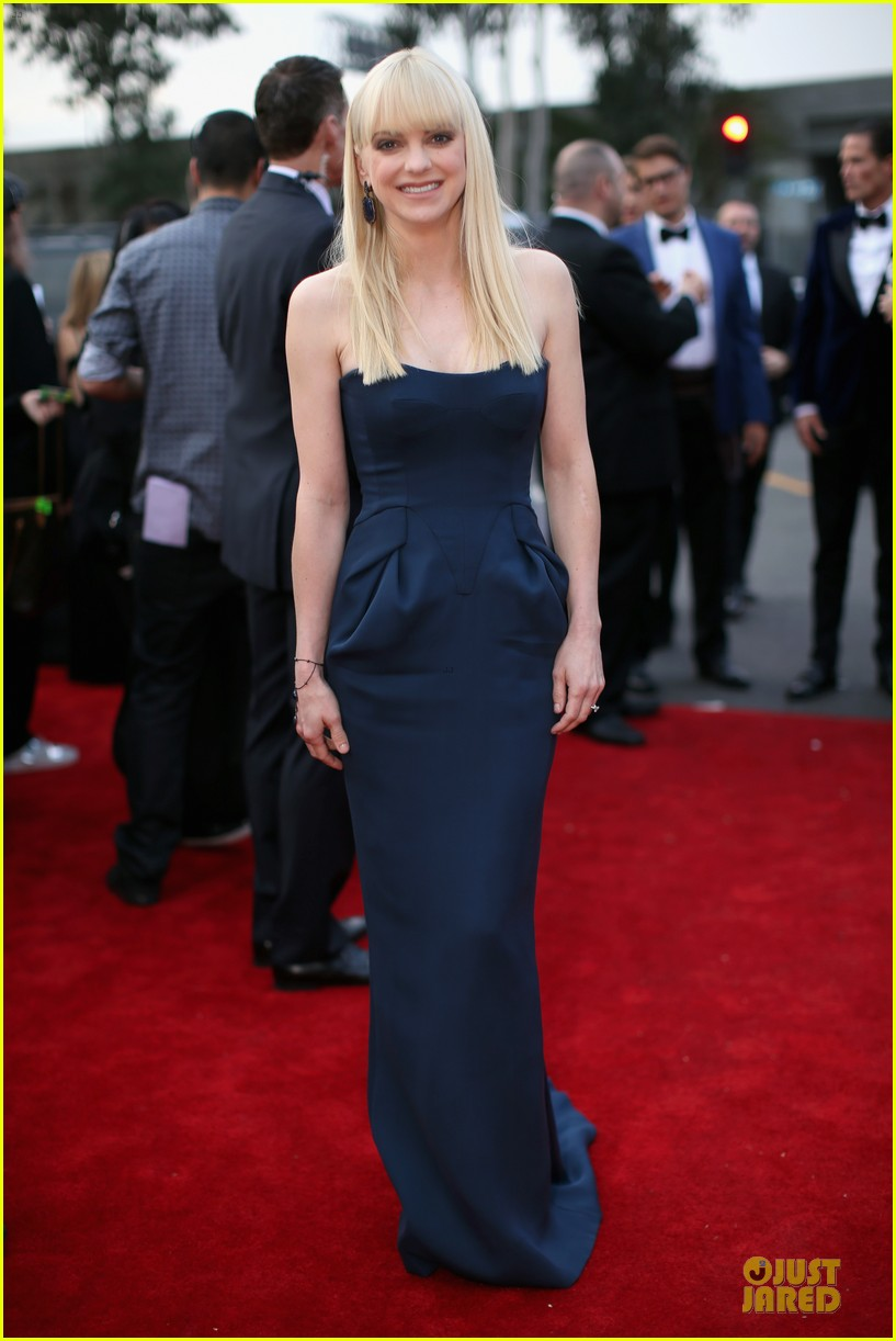 anna faris grammys 2014 red carpet 053041171