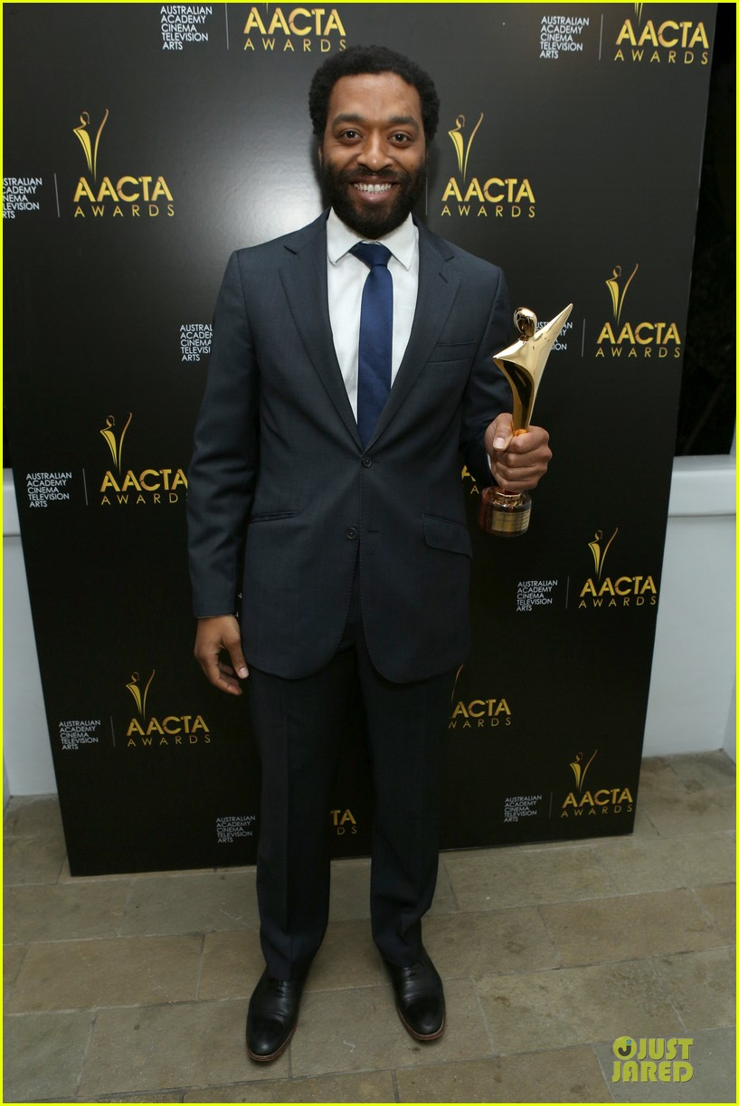 michael fassbender chiwetel ejiofor winners at aacta awards 2014 063027670