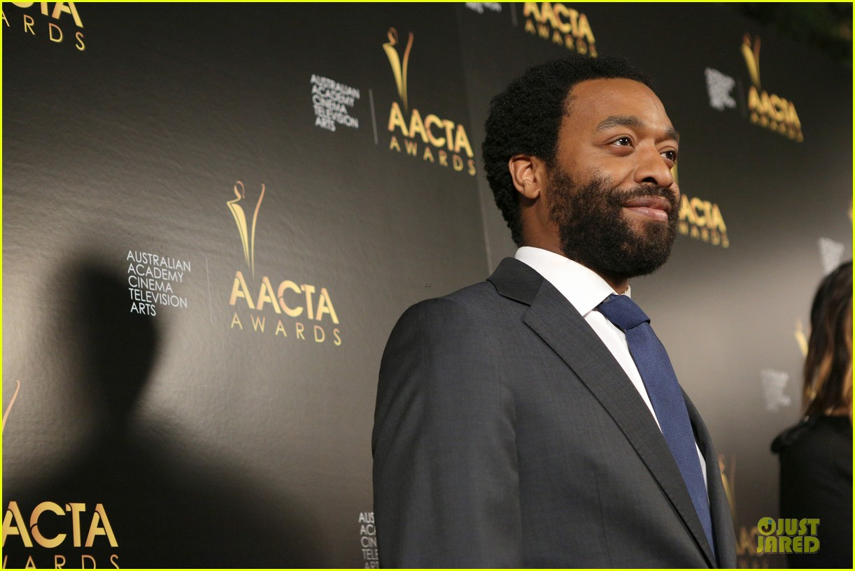 michael fassbender chiwetel ejiofor winners at aacta awards 2014 093027673