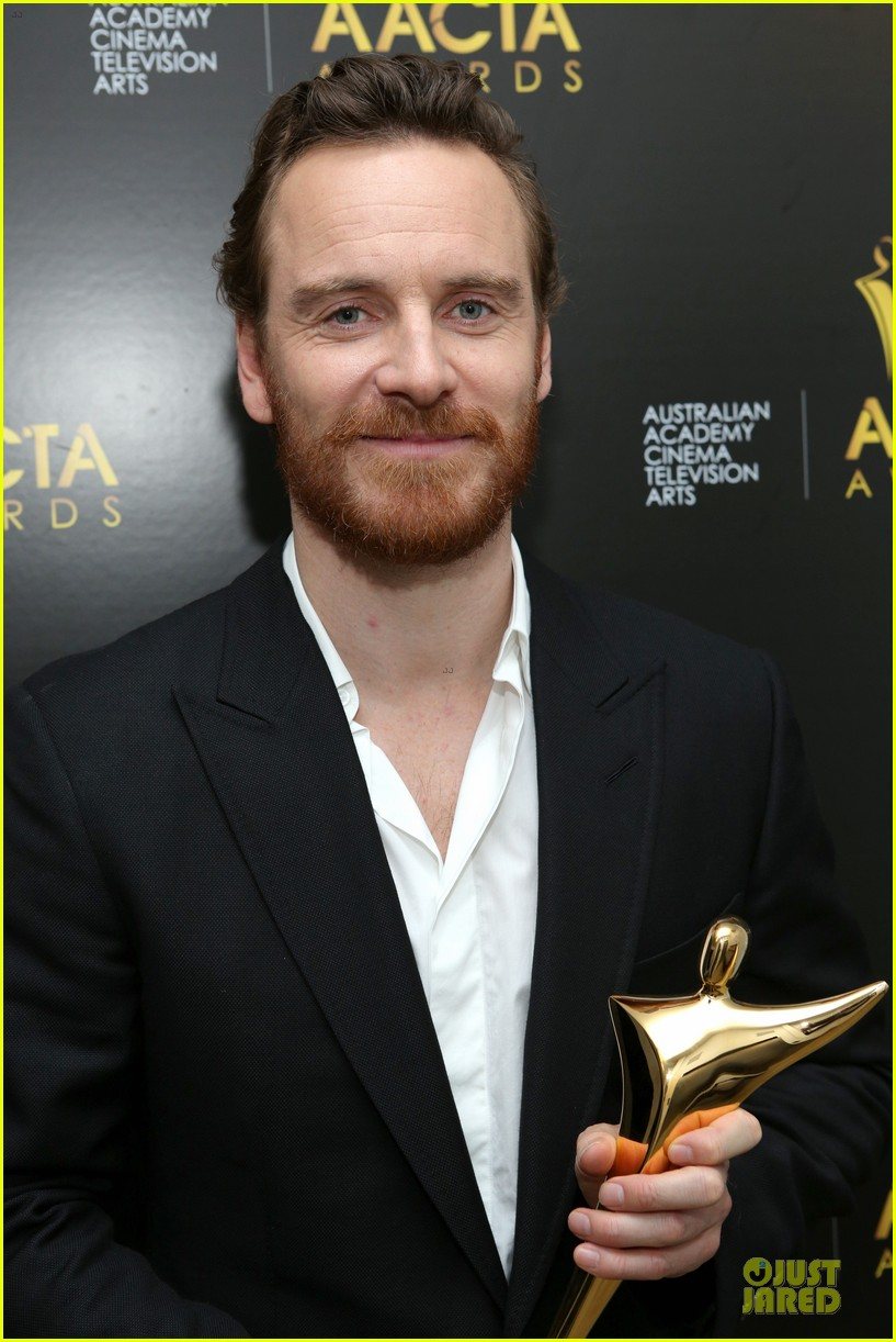 michael fassbender chiwetel ejiofor winners at aacta awards 2014 21