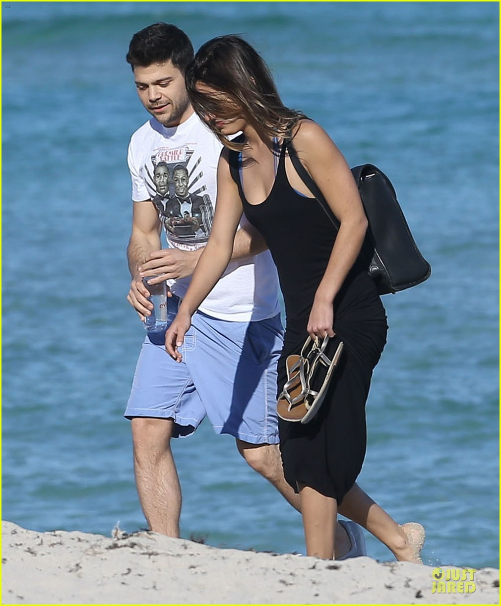 jerry ferrara shirtless miami beach lounging with girlfriend 083036115