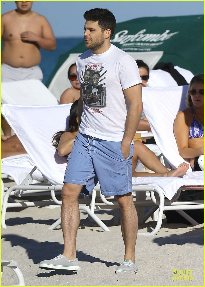 jerry ferrara shirtless miami beach lounging with girlfriend 093036116