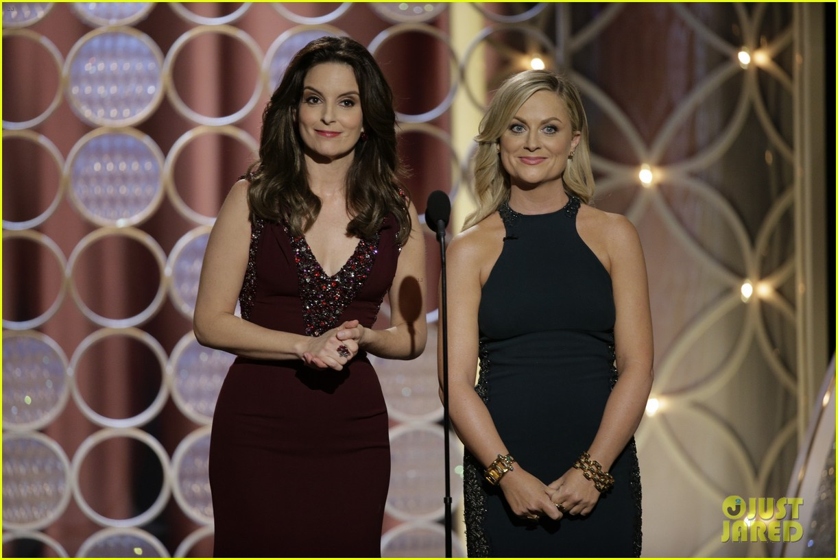 tina fey amy poehler golden globes opening monologue video watch now 023029561