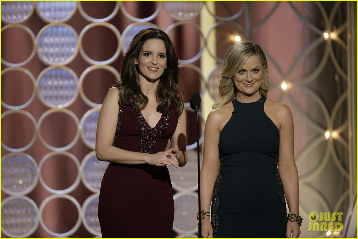 tina fey amy poehler golden globes opening monologue video watch now 043029563