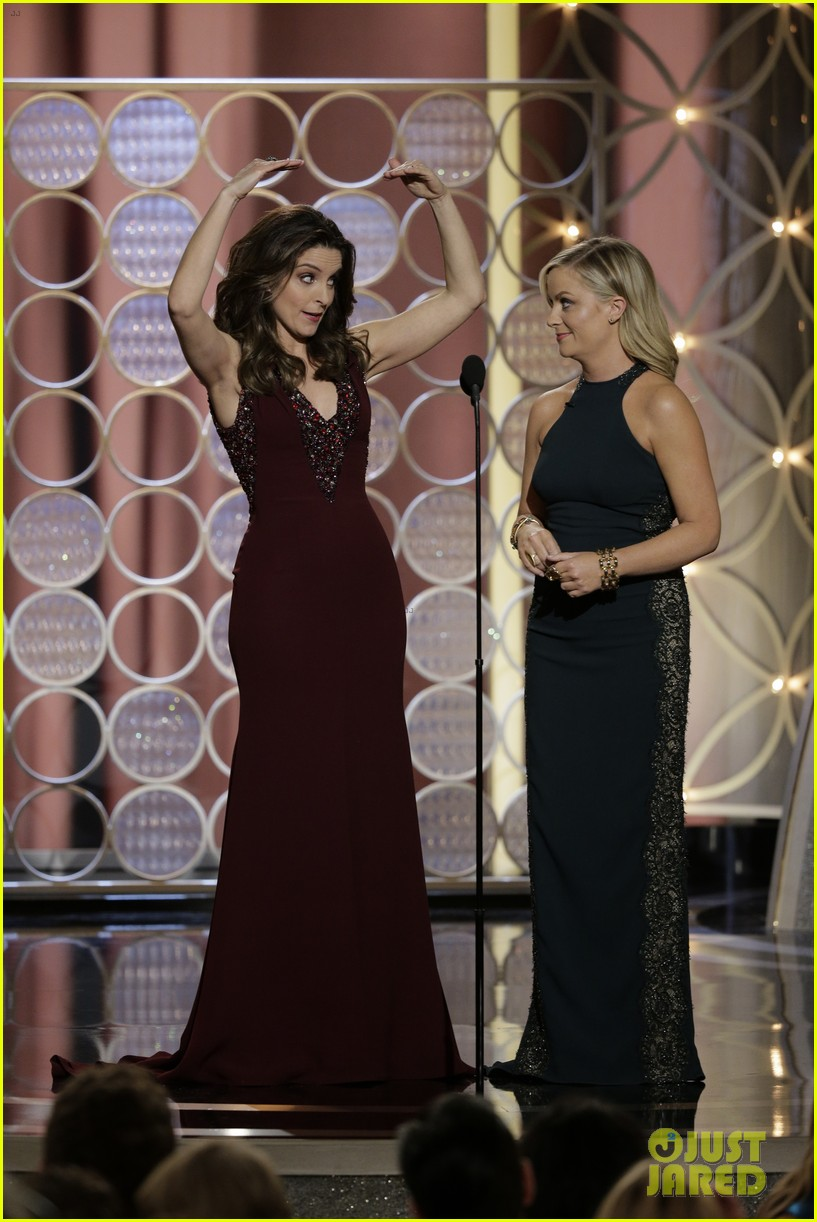 tina fey amy poehler golden globes opening monologue video watch now 053029564