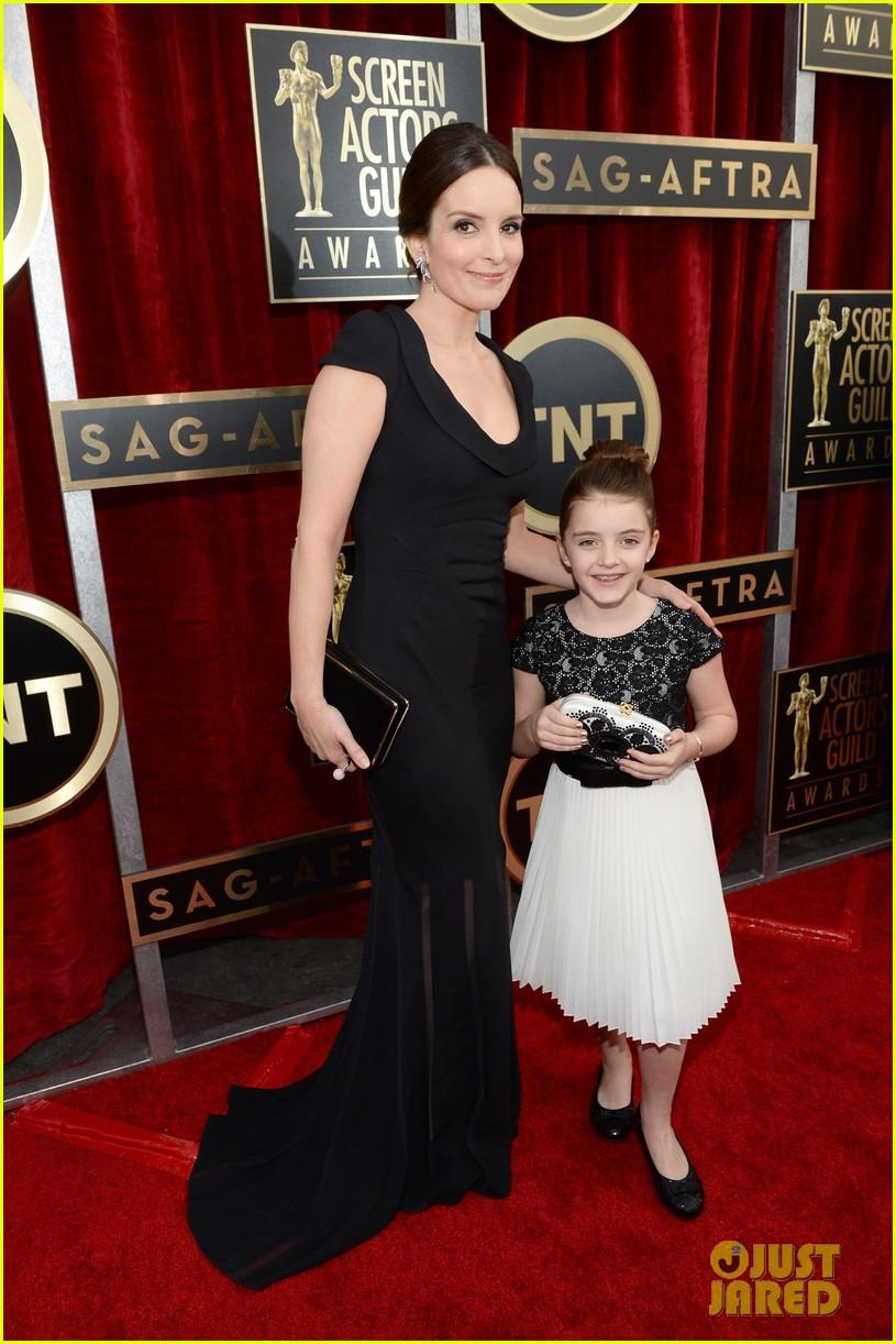 tina fey brings daughter alice to sag awards 2014 043034993