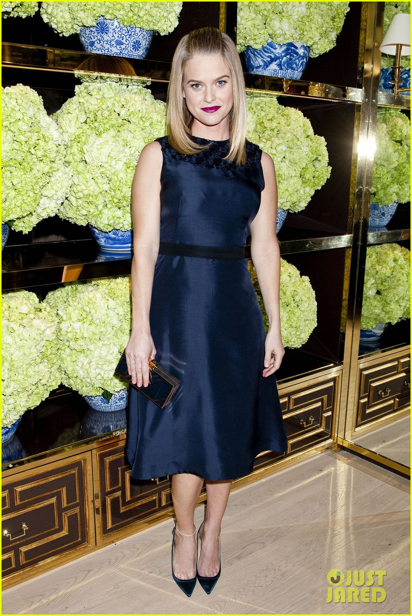 isla fisher ahna oreilly tory burch flagship store opening 023031759