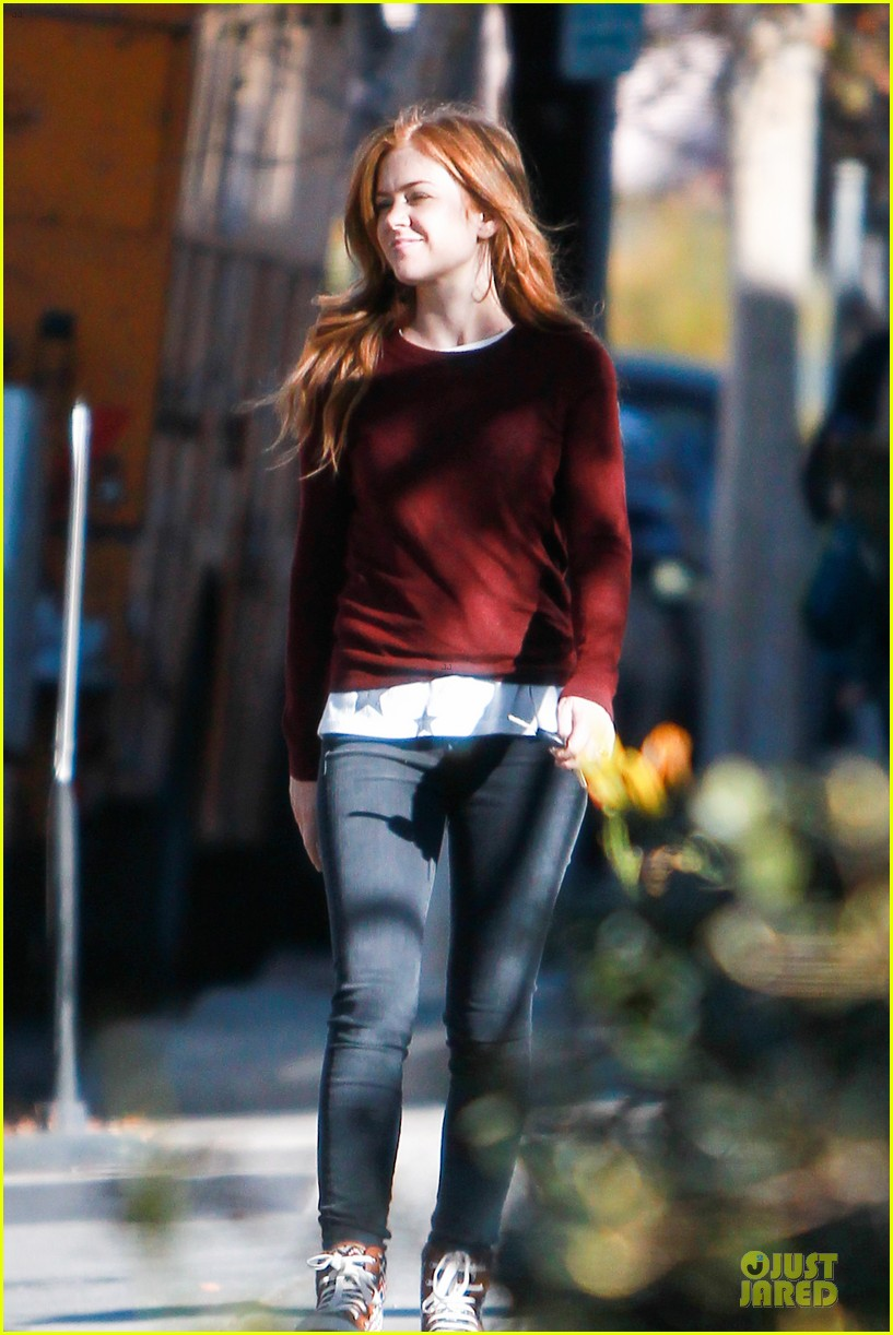 isla fisher runs errands before the sag awards 013031380