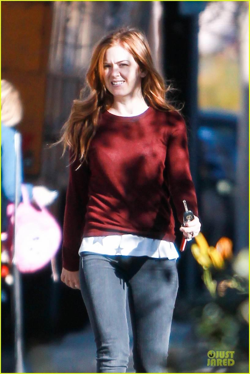 isla fisher runs errands before the sag awards 103031389