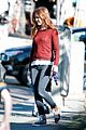 isla fisher runs errands before the sag awards 07