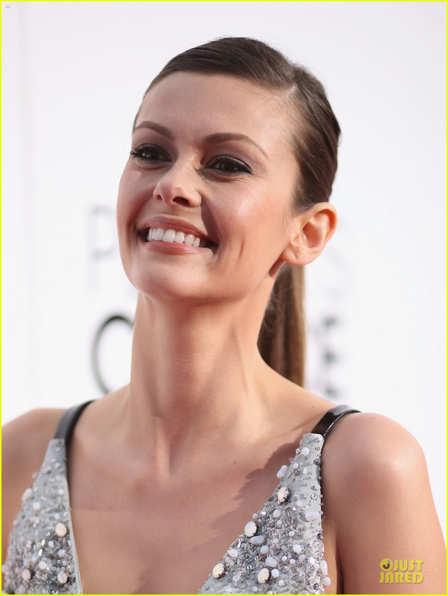 olga fonda joseph morgan peoples choice awards 2014 093025766