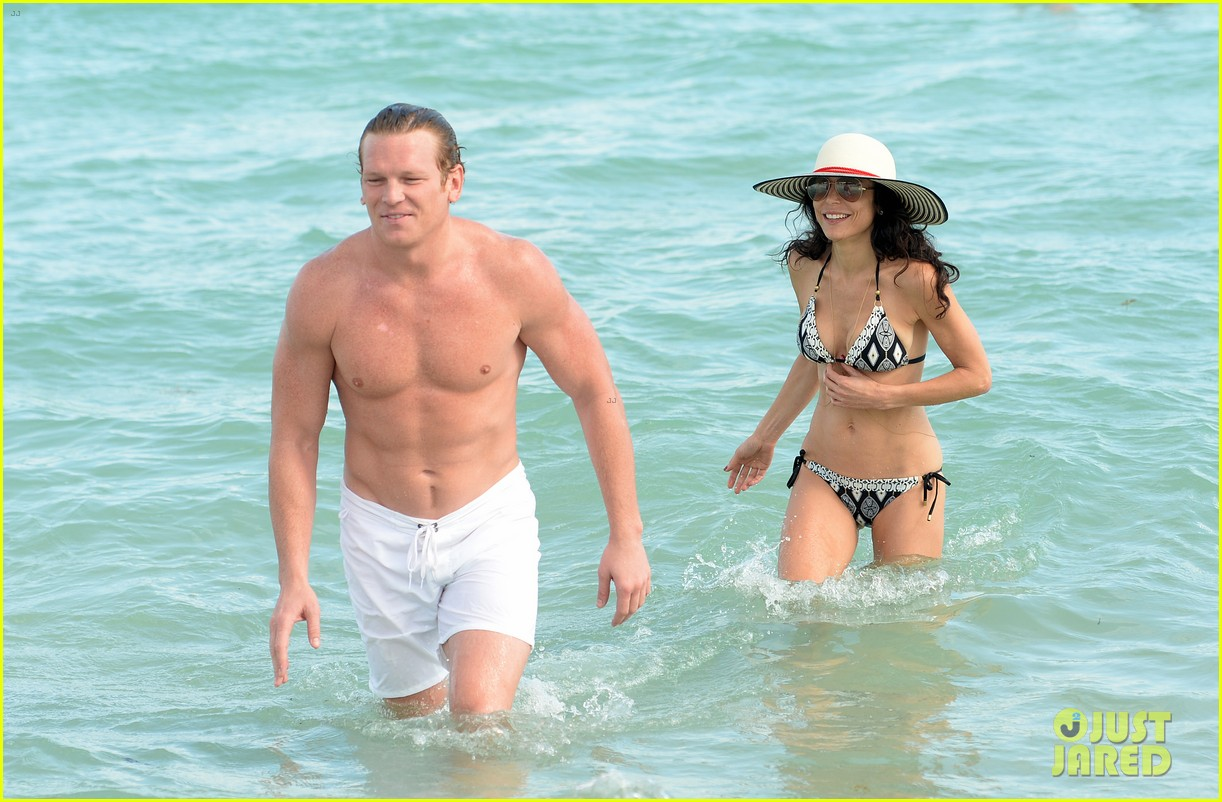bethenny frankel miami beach date with hunky mystery man 07