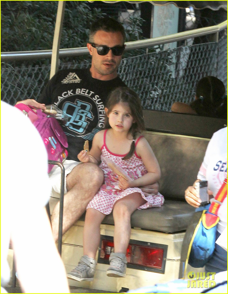 freddie prinze jr charlotte have father daughter zoo date 013037100