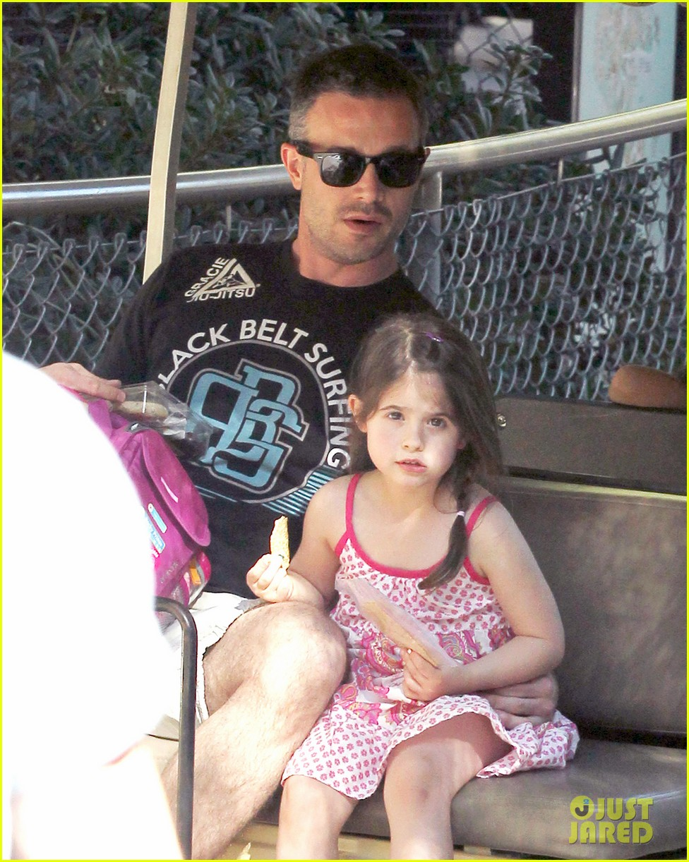 freddie prinze jr charlotte have father daughter zoo date 04
