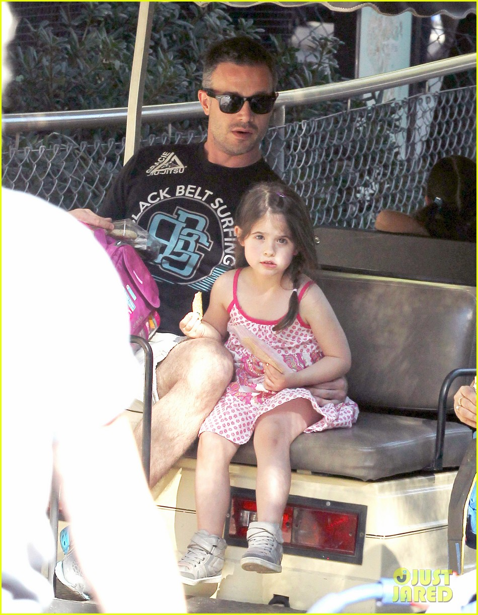 freddie prinze jr charlotte have father daughter zoo date 083037107