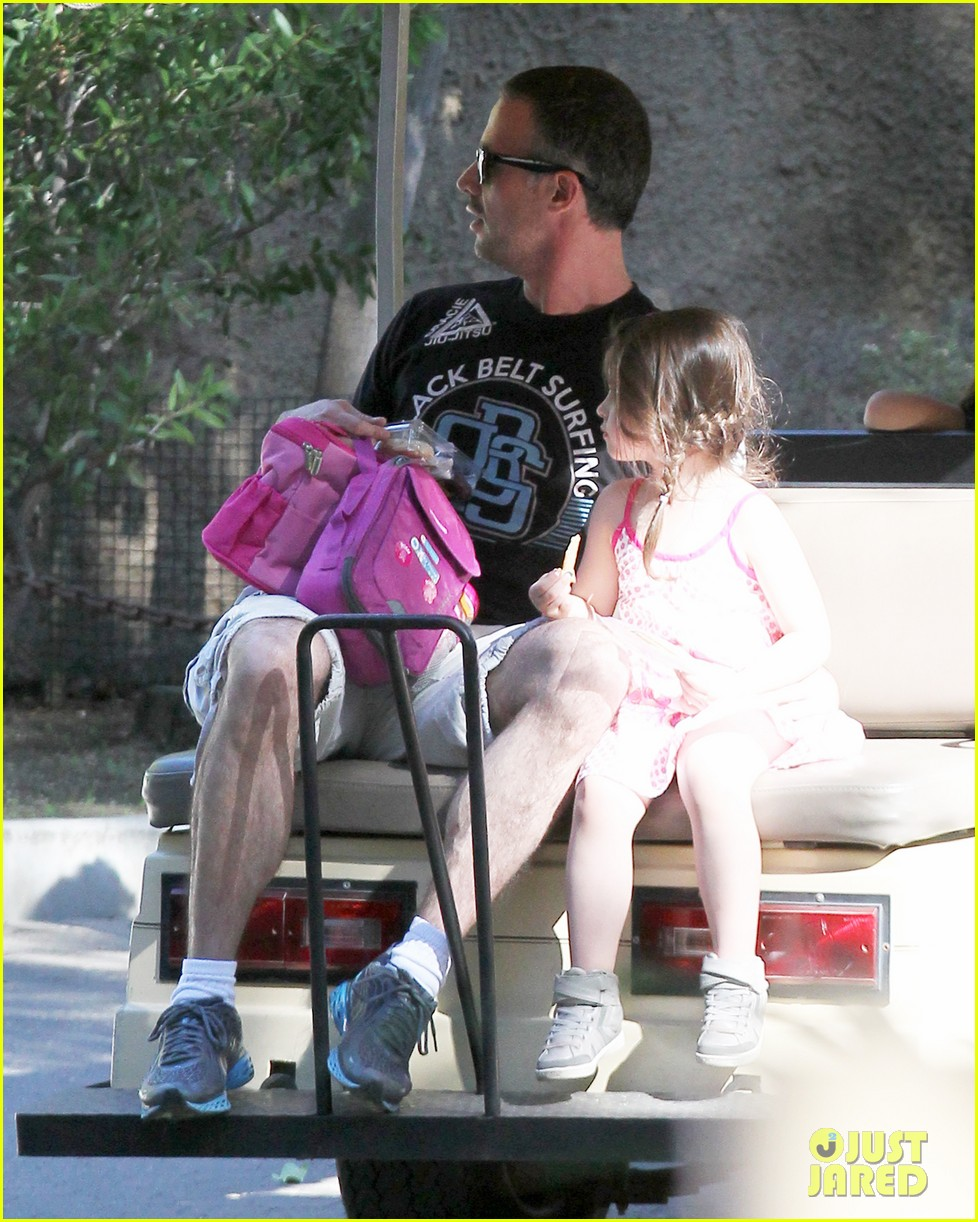 freddie prinze jr charlotte have father daughter zoo date 09