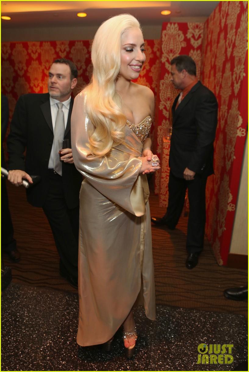 lady gaga kisses taylor kinney at golden globes party 2014 083029941