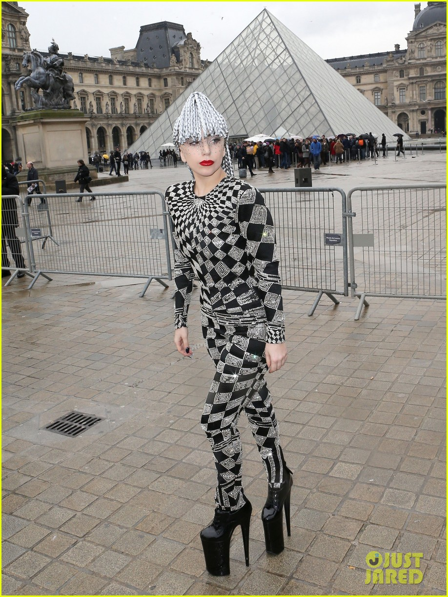 lady gaga visits museums during paris trip 013036310