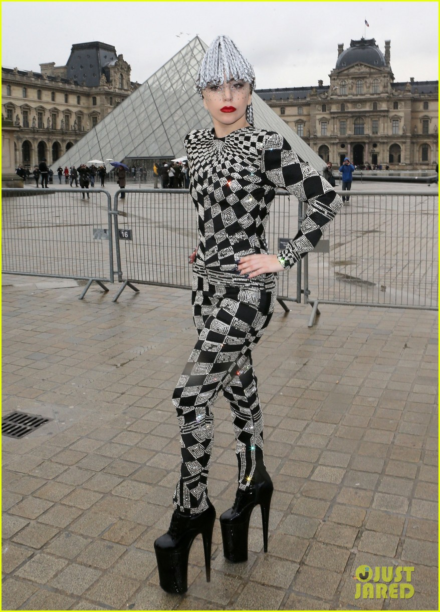 lady gaga visits museums during paris trip 12