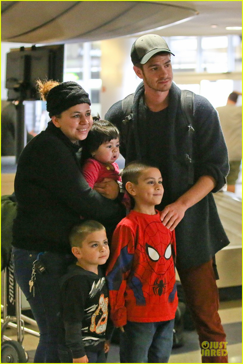 andrew garfield poses with spiderman fan at lax airport 023042306