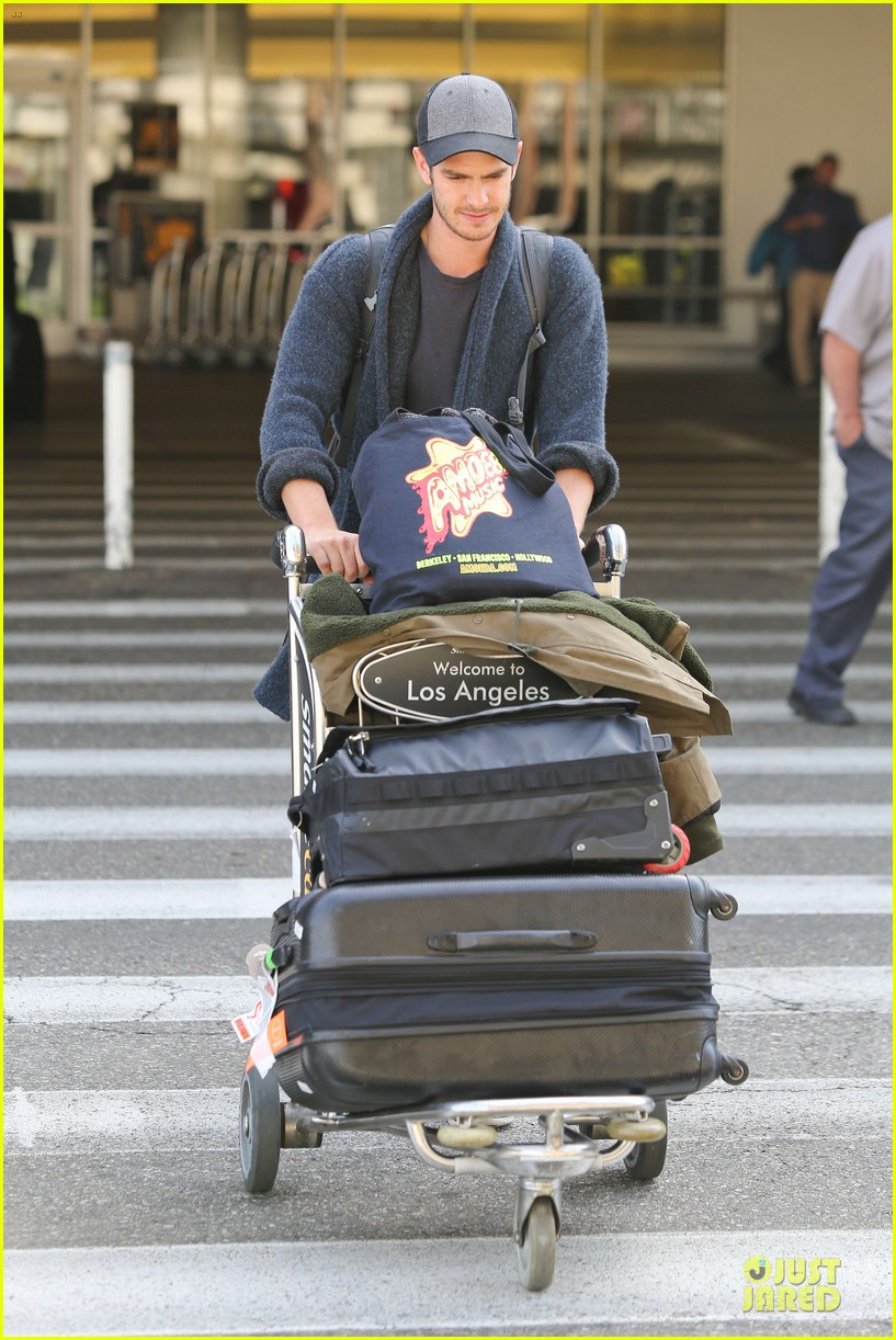 andrew garfield poses with spiderman fan at lax airport 05