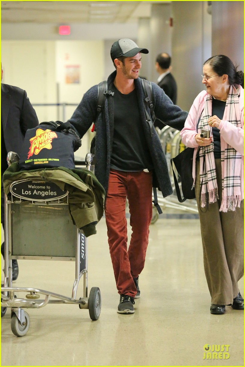 andrew garfield poses with spiderman fan at lax airport 193042323