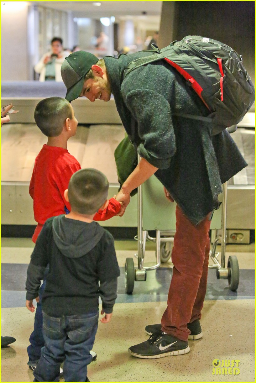 andrew garfield poses with spiderman fan at lax airport 203042324