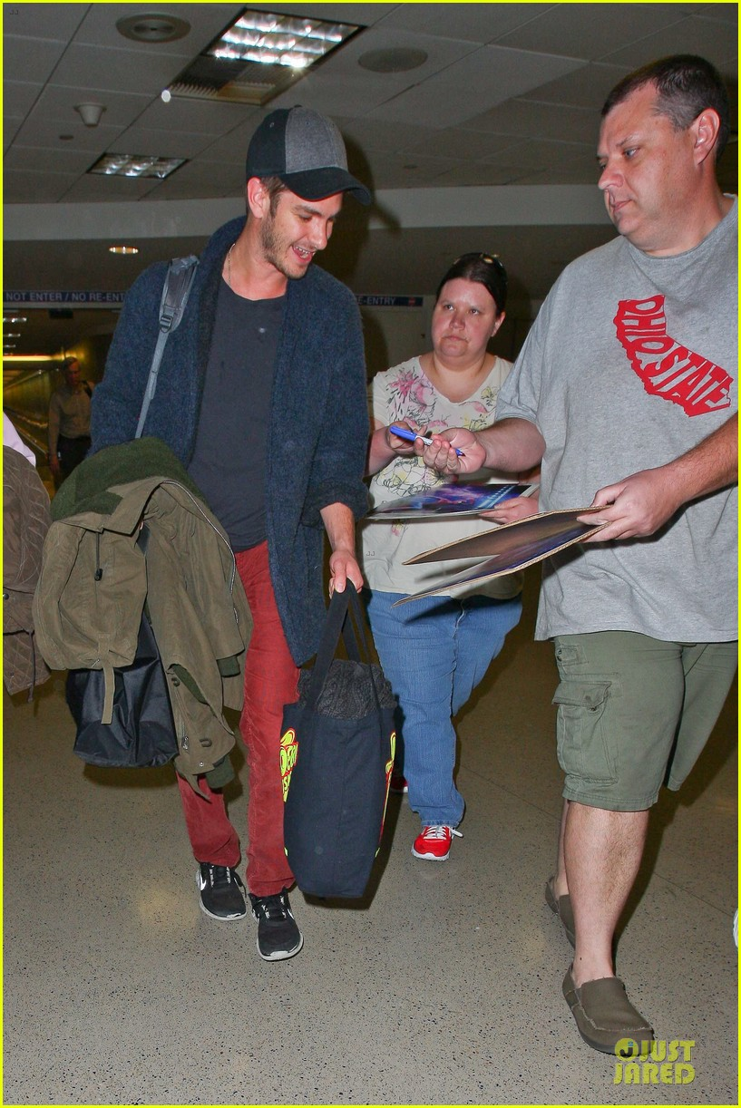 andrew garfield poses with spiderman fan at lax airport 253042329