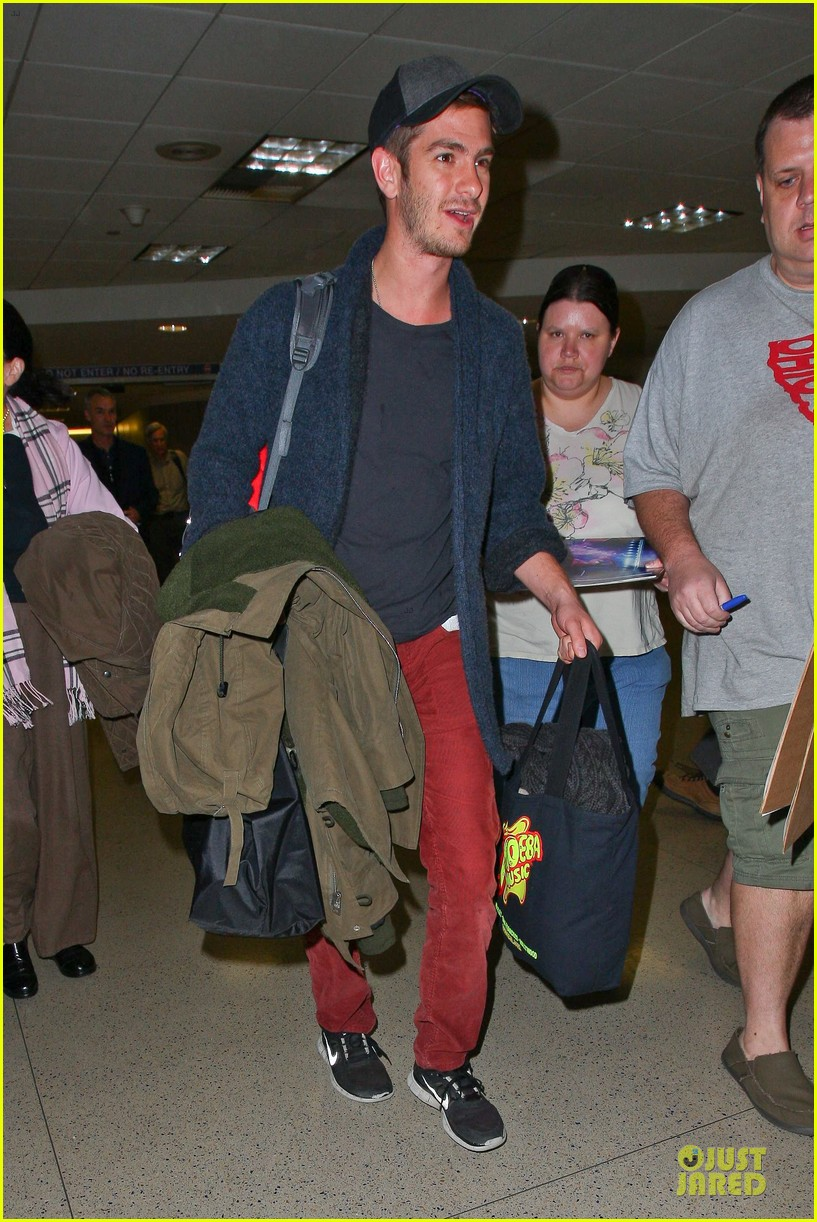 andrew garfield poses with spiderman fan at lax airport 263042330