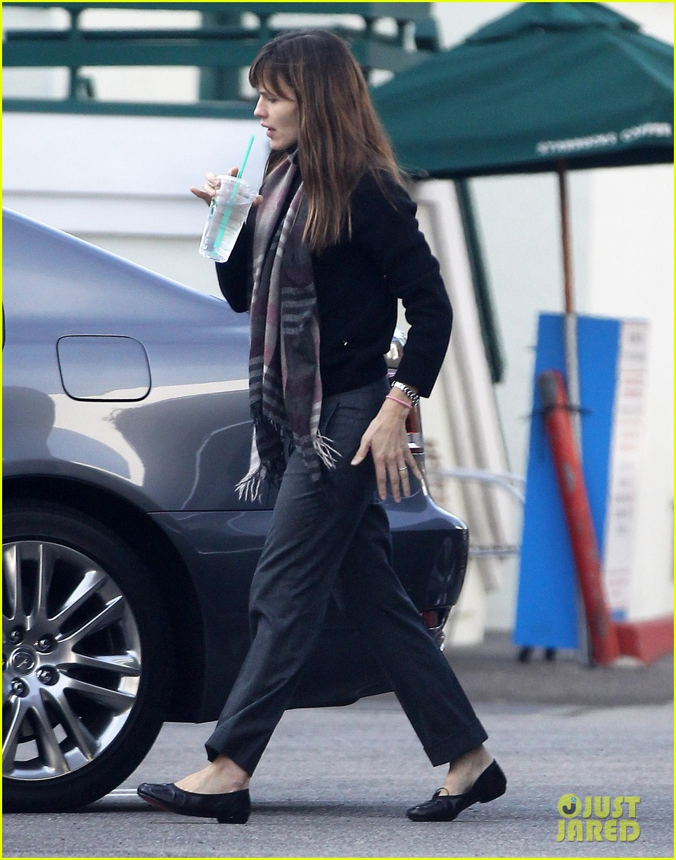 jennifer garner looks fresh faced after holiday break 033026335