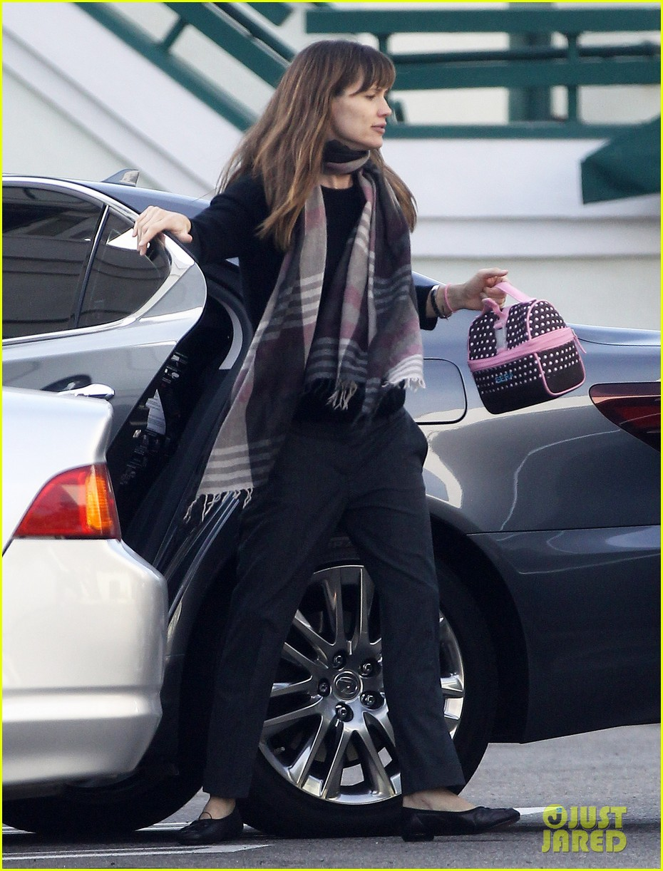 jennifer garner looks fresh faced after holiday break 053026337