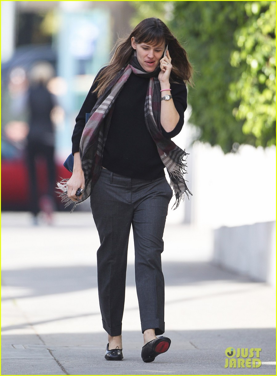 jennifer garner looks fresh faced after holiday break 093026341