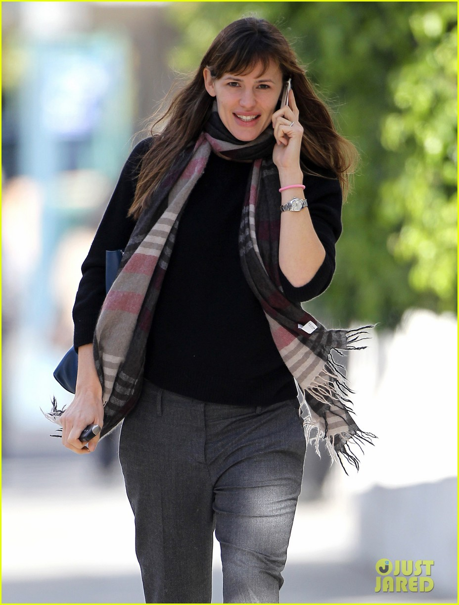 jennifer garner looks fresh faced after holiday break 113026343