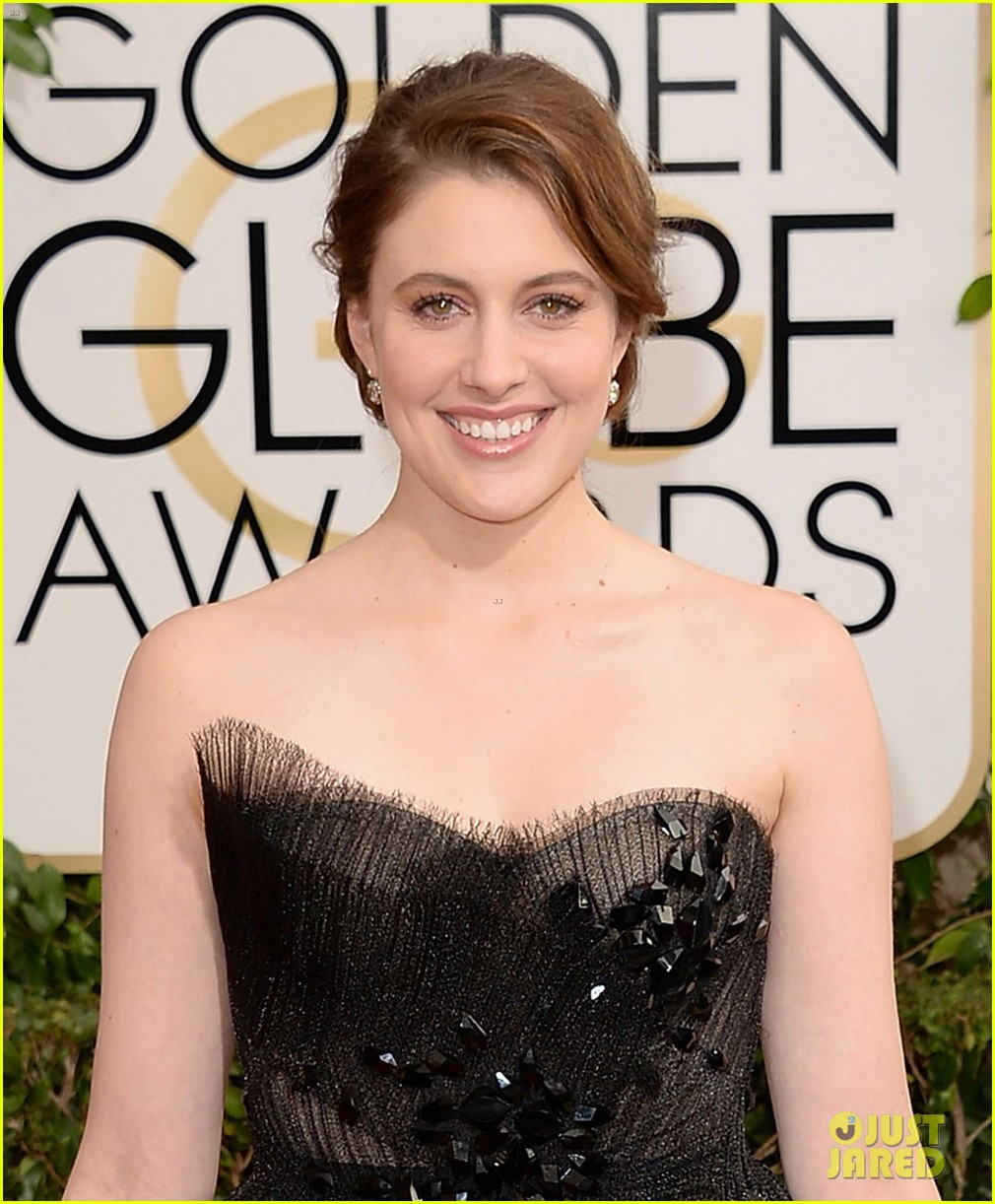 greta gerwig golden globes 2014 red carpet 023029849