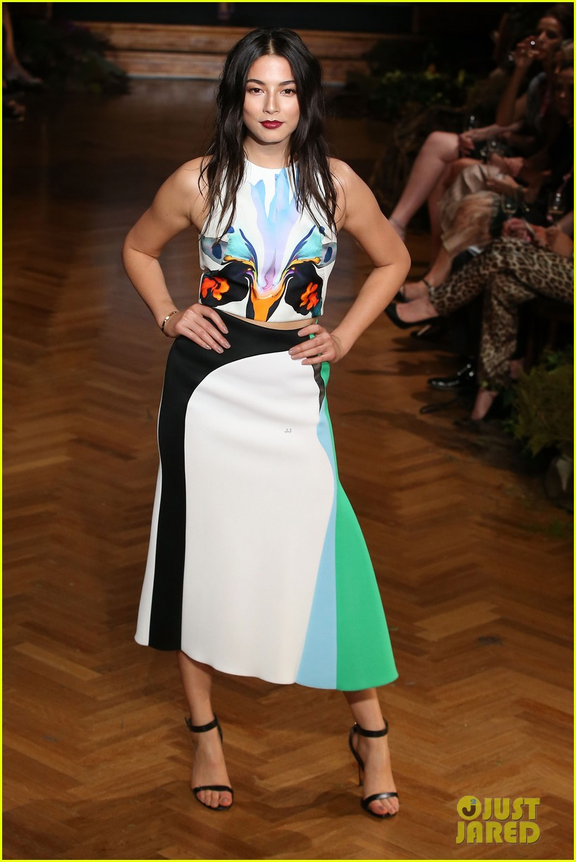 jessica gomes hits the runway for david jones collection launch 013044064
