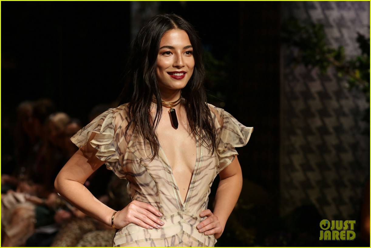 jessica gomes hits the runway for david jones collection launch 053044068