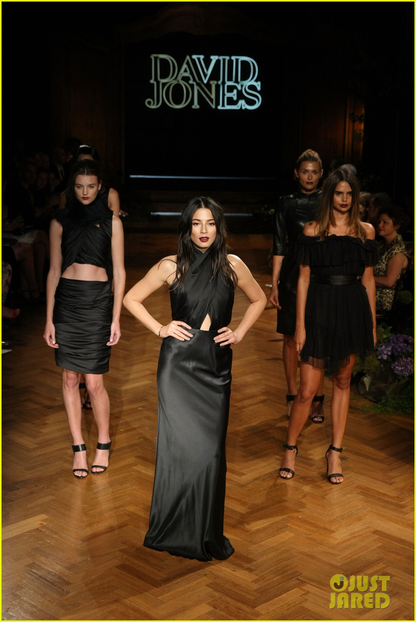 jessica gomes hits the runway for david jones collection launch 113044074