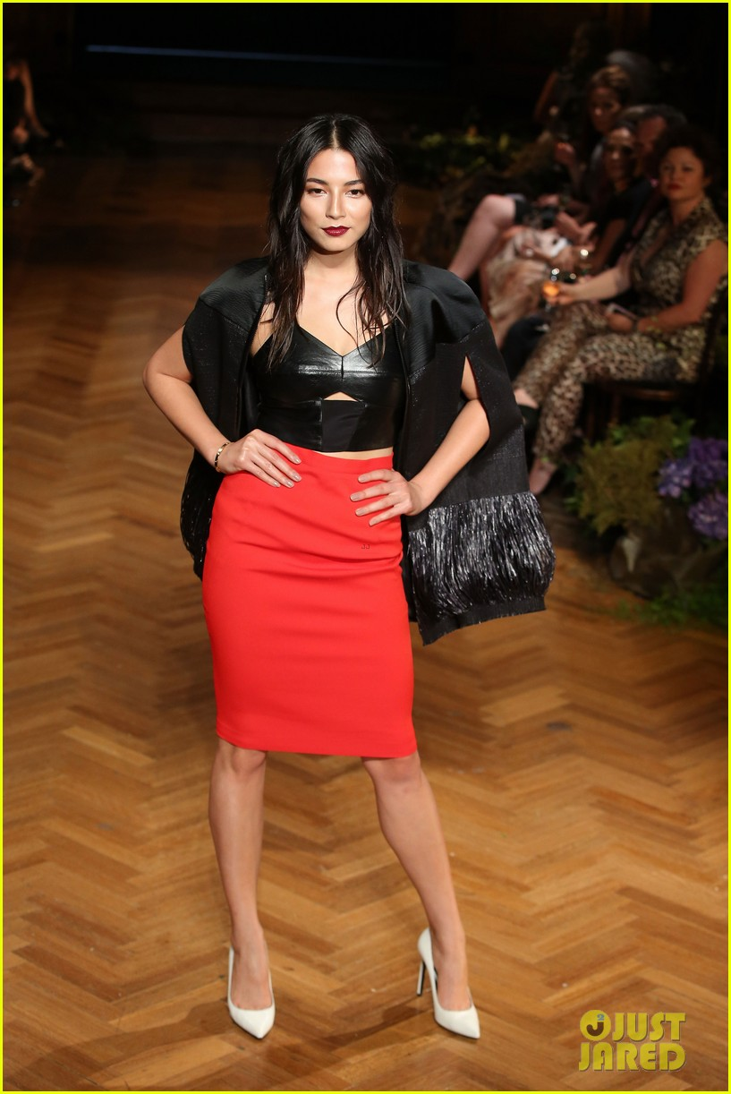jessica gomes hits the runway for david jones collection launch 143044077